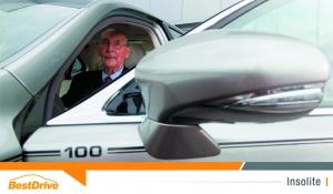 Lexus offre une LS600h L unique à un client centenaire
