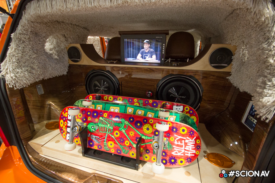 [Pilt: BestDrive-Scion-x-Riley-Hawk-Skate-Touring-XB-09.jpeg]