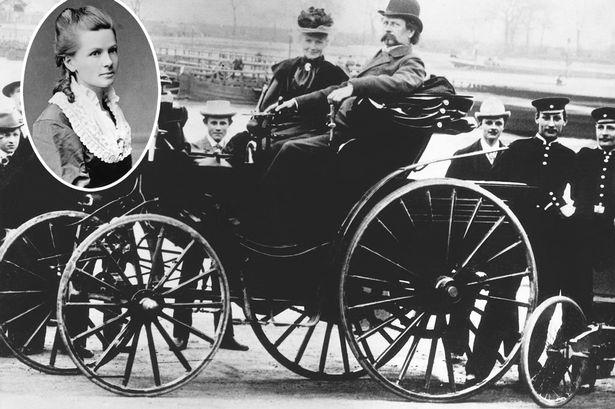 Bertha Benz et son époux à bord de la Patent-Motorwagen