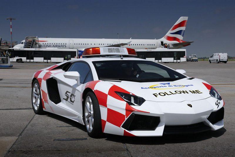 bestdrive-lamborghini-aventador-follow-me-car-aeroport-de-bologne-2013